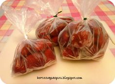 Καλημέρα σε όλους σας.      κατεψυγμένες φράουλες    Σήμερα η ανάρτησή μας είναι αφιερωμένη στις φράουλες, ένα φρούτο ευαίσθητο και με μ... Food Hacks, Food Tips, Vegetables, Cooking, Sweet, Blog, Recipes, Food Stamps, Kochen