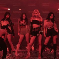 South Korean Girls, Korean Girl Groups, Black Pink Kpop, Blackpink And Bts, Blackpink Photos, Yg Entertainment, Pop Fashion, Cool Girl, Wonder Woman
