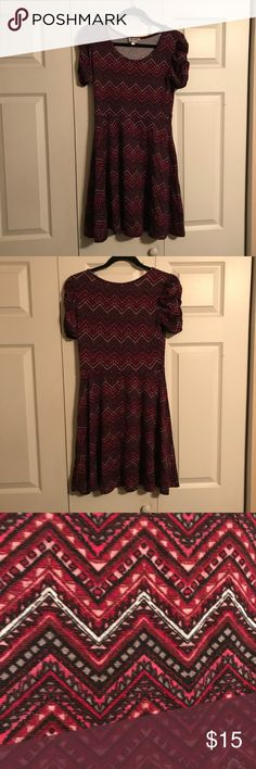 """URBAN ROSE Size Large A-line Dress Maroon URBAN ROSE Size Large A-line Dress Maroon Print. Has belt loops but belt is NOT included. Fabulous sleeves are gathered at shoulder for stylish look. A great piece for any wardrobe.   16"""" underarm to underarm when laying flat  15"""" waist when laying flat  35"""" length from top of shoulder to hem   From smoke free home  Discount for bundling. Make an offer! ❤️ Urban Rose Dresses Midi"""