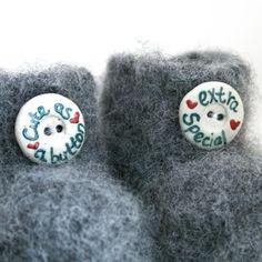 Cute as a button - grå babytøfler mnd) fra akaSol Buttons, Cute, Tricot, Stockings, Kawaii, Plugs