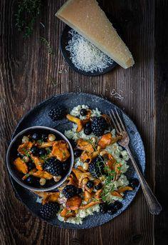 Risotto mit Beeren? Ja genau! Überraschend lecker und unglaublich anders ist dieses cremige Risotto-Rezept ganz bestimmt und zudem unser liebstes Rezept für die - leider viel zu kurze - Eierschwammerl-Zeit. Hol' es dir jetzt auf dem NOAN Blog! Curry, Paella, Drinks, Cooking, Ethnic Recipes, Blog, Kitchens, Oktoberfest, Risotto Recipes