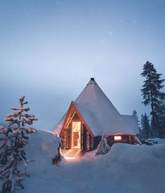 Cozy cabin on a snowy night! Tiny Cabins, Cabins And Cottages, Log Cabins, Winter Cabin, Cozy Cabin, Winter Snow, Cabin Homes, Log Homes, Cabin In The Woods