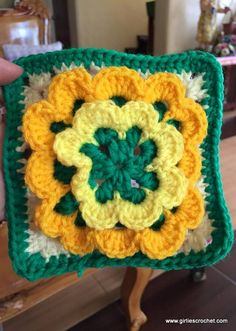 Crochet Stitch Tutorial : Flower Granny Square with photo tutorial n each steps