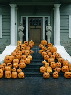 stoop party // love all those pumpkins!!