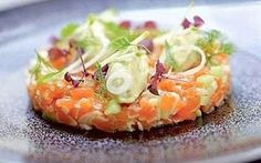 Tartare di salmone alla mela verde. #ricettecucinatartare Beef Recipes, Cooking Recipes, Exotic Food, Happy Foods, Healthy Salad Recipes, Food Presentation, Food For Thought, Healthy Cooking, Love Food