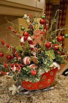 Little Christmas Sleigh Decoration Centerpiece Christmas, Christmas Floral Arrangements, Beautiful Christmas Decorations, Whimsical Christmas, Christmas Table Decorations, Rustic Christmas, Snowman Decorations, Christmas Baskets, Christmas Wreaths