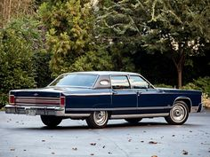 1976 Lincoln Continental Town Car luxury    h wallpaper background