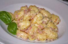 Gnocchi mit Käse-Knoblauch-Schinken-Soße, ein beliebtes Rezept mit Bild aus der Kategorie Kartoffeln. 466 Bewertungen: Ø 4,5. Tags: Camping, einfach, gekocht, Hauptspeise, Kartoffeln, Schnell, Schwein