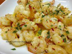 Swojskie jedzonko: Krewetki na maśle z czosnkiem i chilli Chilli, Cauliflower, Shrimp, Food And Drink, Herbs, Vegetables, Cooking, Recipes, Impreza