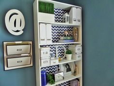I'm Denise! I'm a wife, mother and I LOVE sharing my tips and ideas on how I organize and decorate my home. DIY Home Decor is huge. Furniture Makeover, Home Furniture, Bookshelf Makeover, Boys Room Design, Bookcase Styling, Shelf Design, Organizing Your Home, Bookshelves, Home Accessories