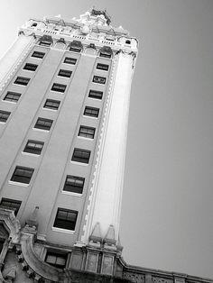 Freedom Tower - Downtown Miami - photo by Lynda Quintero-Davids Usa Miami, Miami Florida, South Florida, Miami Beach, Miami Architecture, Interior Architecture, Miami Photos, Lincoln Road, South Beach Hotels