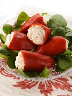 Mini peppers stuffed with goat cheese and tuna - Miranda Gapper Cheese Recipes, Veggie Recipes, Healthy Recipes, Cheese Stuffed Peppers, Paris Food, Appetizer Dips, Appetisers, Caprese Salad, Finger Foods