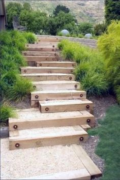 Gartentreppe Selber Bauen – 35 Inspirationen garden staircase made of wood with sand itself Sloped Backyard, Sloped Garden, Backyard Landscaping, Landscaping Design, Backyard Patio, Backyard Ideas, Wood Path, Wood Wood, Painted Wood