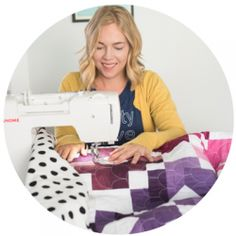 How to quilt zig zag walking foot quilting using your walking foot on your home sewing machine. Easy walking foot quilting to quilt your own quilts. Tree Quilt Pattern, Star Quilt Patterns, Granny Square Quilt, Walking Foot Quilting, Chicken Quilt, Flying Geese Quilt, Rainbow Quilt, Quilt Binding, Quilt Sizes