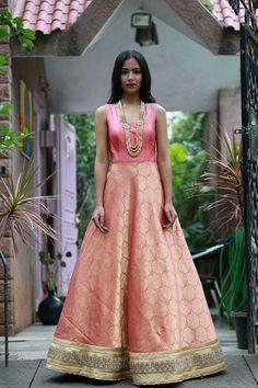 Love this floor length peach pink banarasi anarkali gown. Indian Reception Outfit, Indian Wedding Outfits, Indian Outfits, Indian Clothes, Banarasi Lehenga, Anarkali Gown, Indian Gowns, Indian Attire, Indian Wear