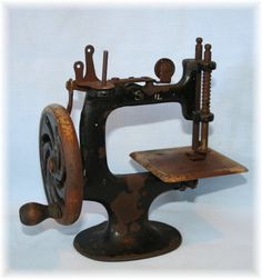 Antique Iron Hand Crank Wheel Sewing Machine
