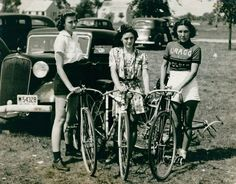 Cycling in the 1920s or 1930s... :)  Via Cocktail musical des Années 1920 / 30 / 40 / 50
