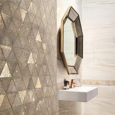 In colectia de placi ceramice Sheen de la Tubadzin sunt incluse faianta cu aspect de marmura, gresie cu aspect de lemn si mozaicuri cu aspect deosebit Design Case, Vanity, House Design, Mirror, Bathroom, Furniture, Home Decor, Dressing Tables, Washroom