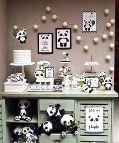 Panda lindo por @silviaroverieventos com as peças e móveis da #PoP. Tema fofo com o kit de papelaria da @dusterfestasoficial . Assessoria…