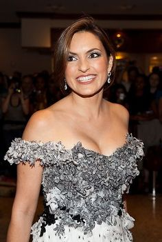 Mariska Hargitay Off the shoulder gown