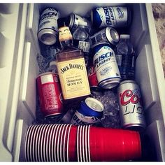 If I could change it to original jack d and bud light this picture would be perfecttttt Summer Parties, Summer Fun, Country Life, Country Girls, Mason Dixon Line, Honey And Co, Let It All Go, Hey Bartender, Alcohol Humor