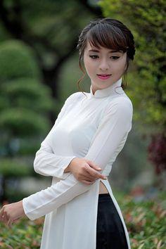 15396270743_f84e89f119_o Vietnamese Traditional Dress, Vietnamese Dress, Traditional Dresses, Beautiful Asian Girls, Beautiful People, Vietnam Girl, Asia Girl, Stunningly Beautiful, Ao Dai