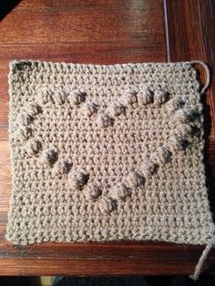 voorbeeldfilmpje bobble stitch of popcorn stitch Free Crochet Bag, Crochet Pouch, Diy Crochet And Knitting, Crochet Videos, Crochet Crafts, Crochet Stitches, Crochet Patterns, Crochet Tutorials, Crochet Squares