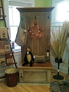 Anna Bananas Furniture Gallery@Sarah Pothast- you need to get dad to build you something like this! Old Door Projects, Furniture Projects, Furniture Making, Diy Furniture, Home Projects, Door Bench, Entry Bench, Entry Hall, Primitive Furniture