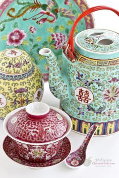 Malaysian Chinese ceramic ware has been an important part of how the food was presented in family dining. Different types wares were used for different occasions.