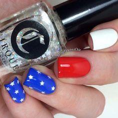 Patriotic nails. (by @thepolishedokie on IG)