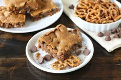 chocolate chip cookies bars with PRETZEL crust!