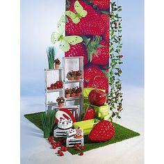 Dekoidee Erdbeeren Dekoidee zum Anbeißen: Erdbeeren und Kirschen als sommerfrische Deko-Idee. Ob in Originalgröße oder als Riesen-Dekofrüchte, Ihren Kunden wird das Wasser im Mund zusammenlaufen. http://www.decowoerner.com/de/Saison-Deko-10715/Fruehling-Ostern-10729/Komplette-Dekoideen-Fruehling-Ostern-11324/Dekoidee-Erdbeeren-642.613.00.html