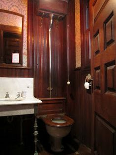 BIG OLD HOUSES: Room with a Bath