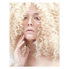 Photo: @albertogpuras model: @raquelvalleg @unomodels MUAH: @alberto_de_andres Digital post-pro: @lamascarastudio photoasisstant: @sergioborondo studio: @espacioharley @workshopexperience #shooting #beauty #fashion #moda #fotografia #belleza #photography #shotbyalbertogpuras #golden #hair #rizos #makeup #igers #fashionphotographystudio