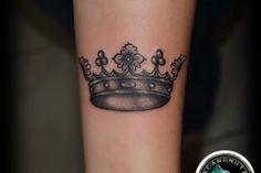 Tattoo crown is a rich tattoo style. Το tattoo κορωνα ειναι ενα κλασικο old school tattoo που προτεινουμε σε ολους.