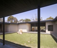 Homes with Courtyards in the Middle   House With Courtyard In The Middle in Australian Outback   Modern ...