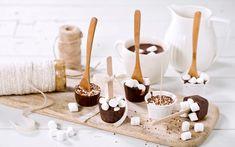 Alle liker varm sjokolade! Dette er morsomme gaver som er lette å lage. Pakk dem gjerne inn i cellofan. Nytes på kalde dager. Sweet Life, Marshmallows, All Things Christmas, Caramel Apples, Diy And Crafts, Food And Drink, Candles, Baking, Snacks