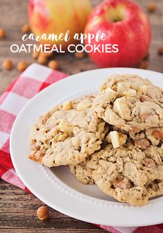 These caramel apple oatmeal cookies are so delicious and packed with chunks of fresh apple and gooey caramel. Perfect for celebrating fall! Brownie Recipes, Cookie Recipes, Dessert Recipes, Cookie Ideas, Granola Cookies, Oatmeal Cookies, Caramel Pie, Caramel Apples, Apple Recipes