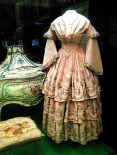 Silk dress, Russia, 1850s.  Credit Shakko. Moscow State Historical Museum.