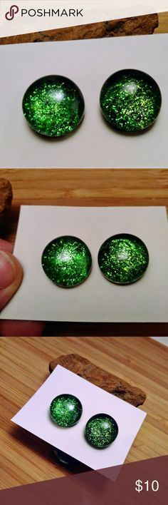 Green Glitter Explosion Glass Stone Stud Earrings Green Glitter Explosion Glass Stone Stud Earrings -Nickel free! -1 1/2 cm -Handmade -Unique and one of a kind! Jewelry Earrings