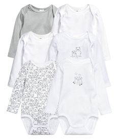 White/animal. CONSCIOUS. Long-sleeved bodysuits in soft, organic cotton jersey with snap fasteners at gusset.