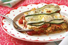 Skip the carbs and sub lasagna noodles with fresh zucchini. This lasagna is packed full of veggies and flavor. It's so delicious, you won't even miss the pasta! Zucchini Lasagna Recipes, Recipe Zucchini, No Noodle Lasagna, Lasagna Noodles, Cooking Recipes, Healthy Recipes, Healthy Dishes, Vegetable Dishes, Paleo Recipes