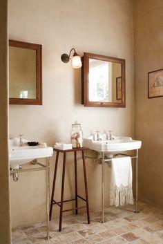 Vintage Cape Dutch bath by Evi and Jochem Elsner, Home Concept, home-concept.cc
