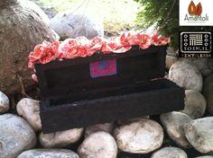 Interior Caja  con detalle de flor de tela tejida Naranja  Print  acabado: derivado de caucho.  Contenido : 10  mini trufas. Pimp! pidelas cuadradas o redondas!