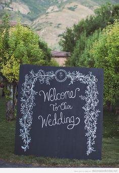Decoración boda, pizarra con mensaje de bienvenida a tus invitados