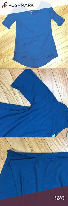 👚 Gorgeous Teal HiLo Tee 👚 This beautiful teal colored top is going to be a perfect pairing with jeans 👖 and boots 👢 or with leggings! NWT from a smoke and pet free home 🏡. Thanks for looking! Agnes & Dora Tops Tunics