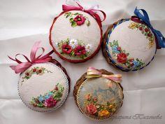 Gallery.ru / Фото #29 - Игольницы - ritatt Ribbon Embroidery Tutorial, Fabric Embellishment, Silk Ribbon Embroidery, Embroidery Patterns, Embroidered Christmas Ornaments, Quilted Ornaments, Christmas Ribbon, Pattern Weights, Ribbon Art