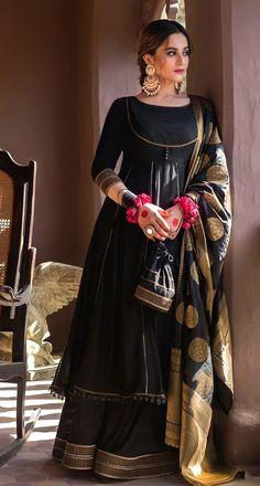 Black Pakistani Dress, Beautiful Pakistani Dresses, Pakistani Dresses Casual, Pakistani Dress Design, Pakistani Fashion Party Wear, Indian Fashion Dresses, Indian Designer Outfits, Designer Dresses, Stylish Dresses For Girls
