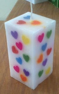 White Candle with Rainbow Hearts. Cute Candles, Beautiful Candles, Diy Candles, Candle Art, Candle Lanterns, Natural Candles, Homemade Candles, Candlemaking, Candelabra