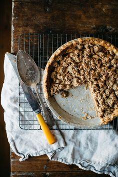 ... ginger-apple crumble pie (gluten & dairy free/ vegan) ...